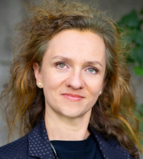 dr Julia Laskowska